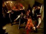 Миньоны и анжуйцы танцуют.